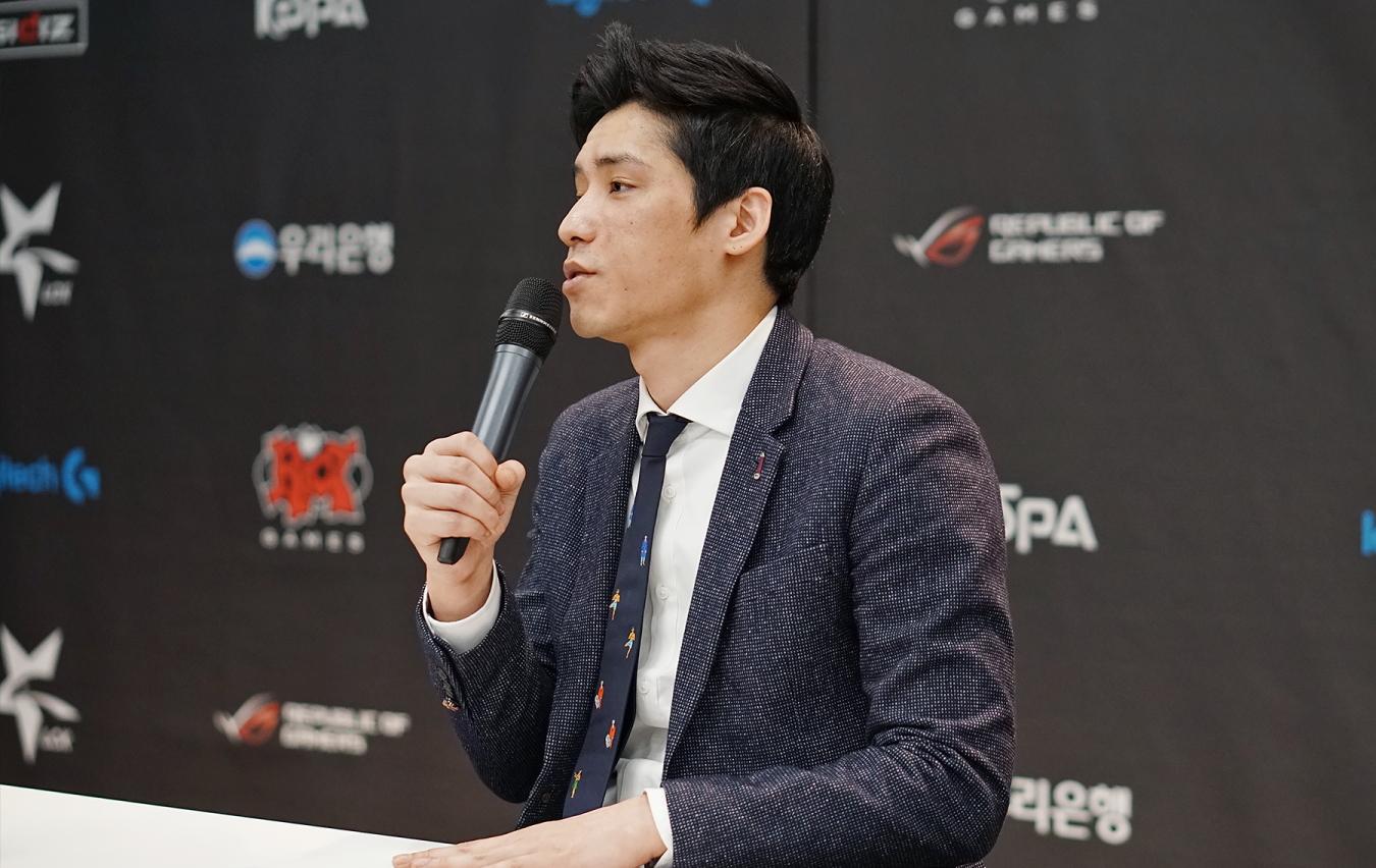 «Он испортил репутацию команды»: Kingzone DragonX уволила своего тренера